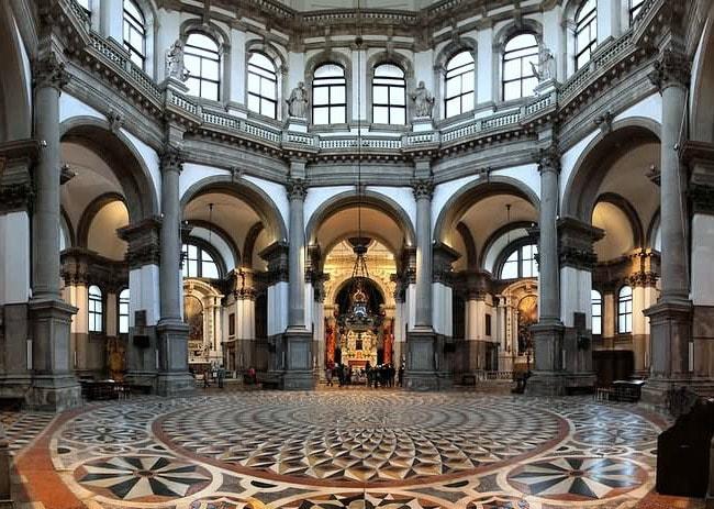 Интерьер церкви Санта-Мария делла Салюте