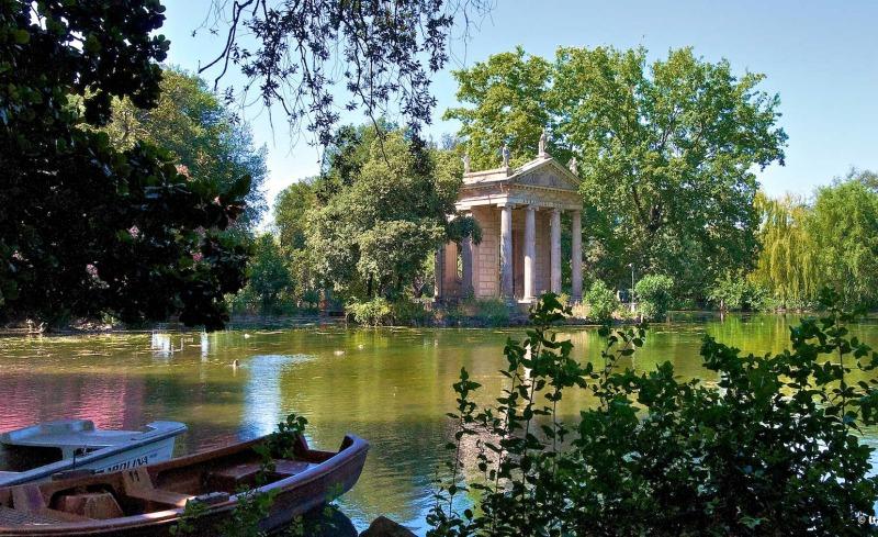 Озеро в садах виллы Боргезе в Риме