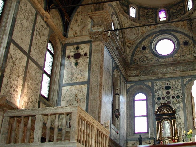 Санта Мария дель Мираколли использование мрамора