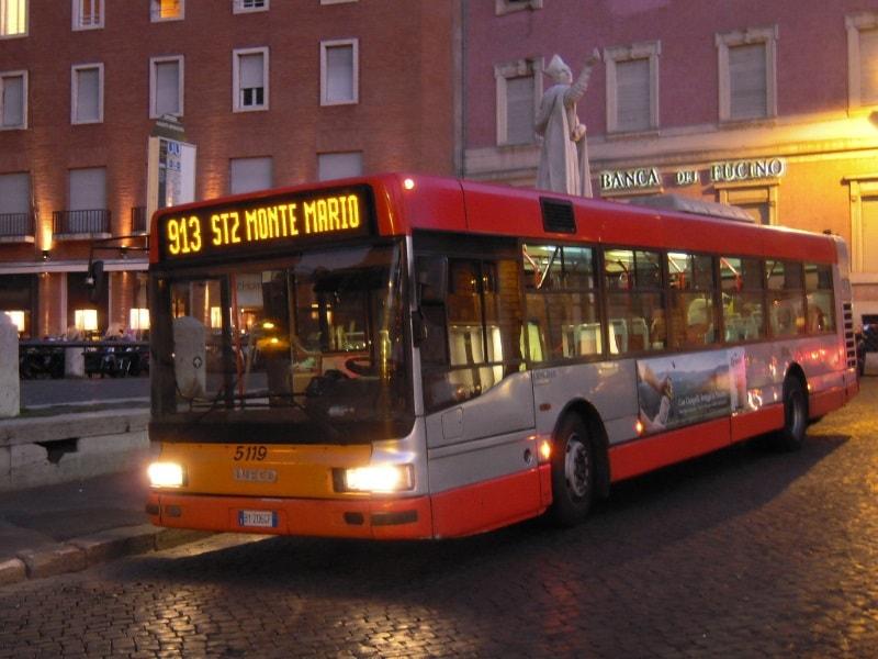 Общественные ночные автобусы в Риме