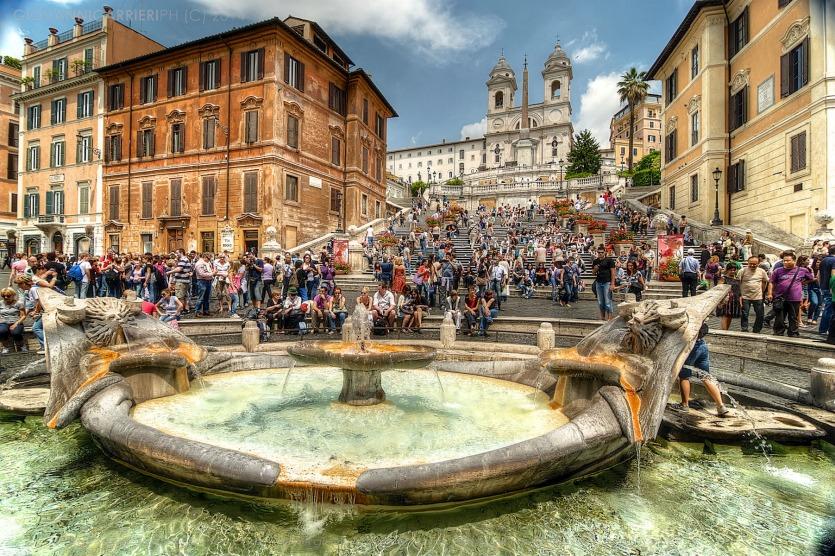 Площадь Испании туристы