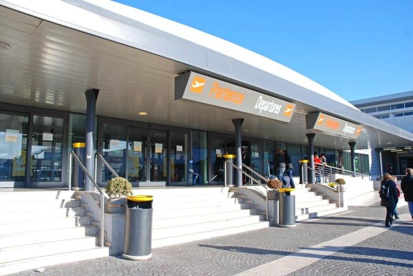 Аэропорт Чампино находится в 15 км от Рима