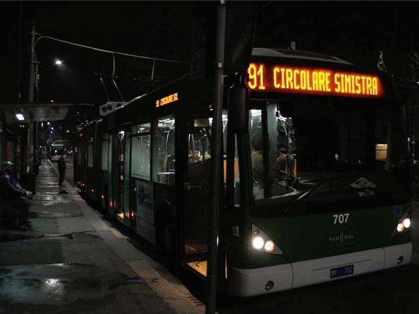 Автобус ночью в Милане