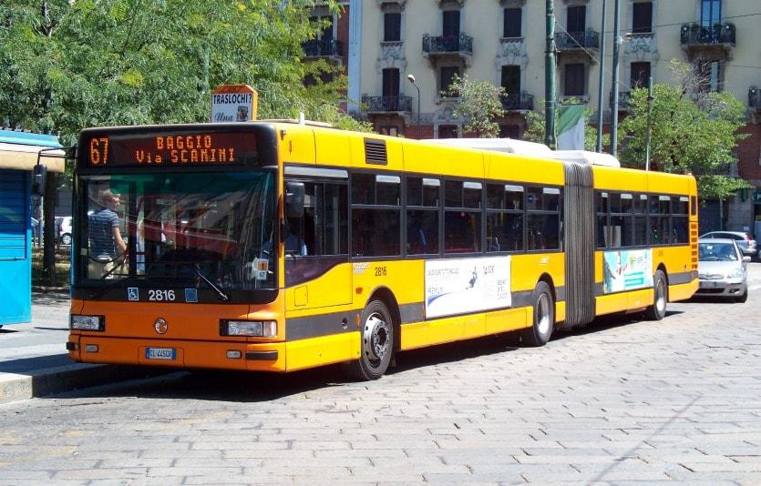Aвтобус в Милане