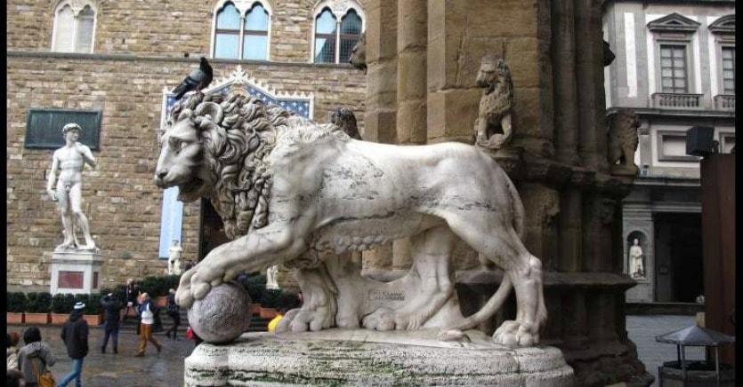 Лоджия Ланци фигура льва