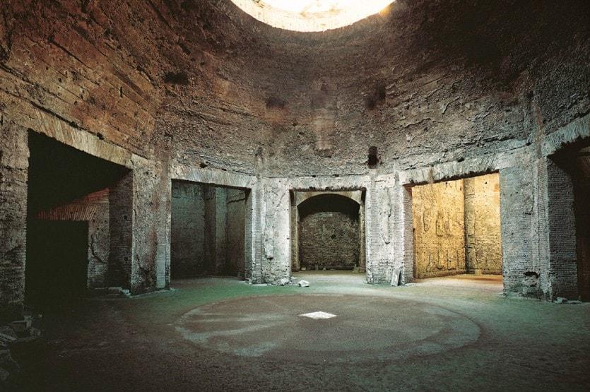 Один из немногоих сохранившихся залов Золотого Дома Нерона в Риме