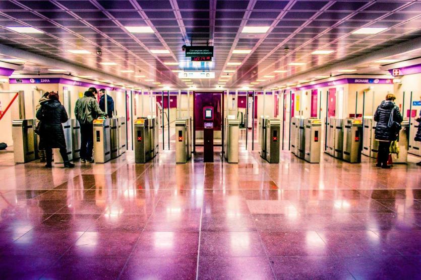 Турникеты метро в мелане