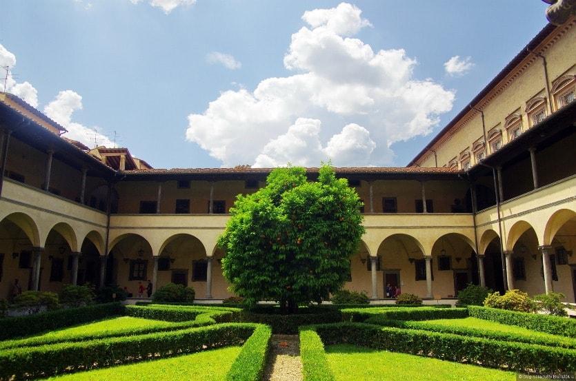 Сан Лоренцо двор