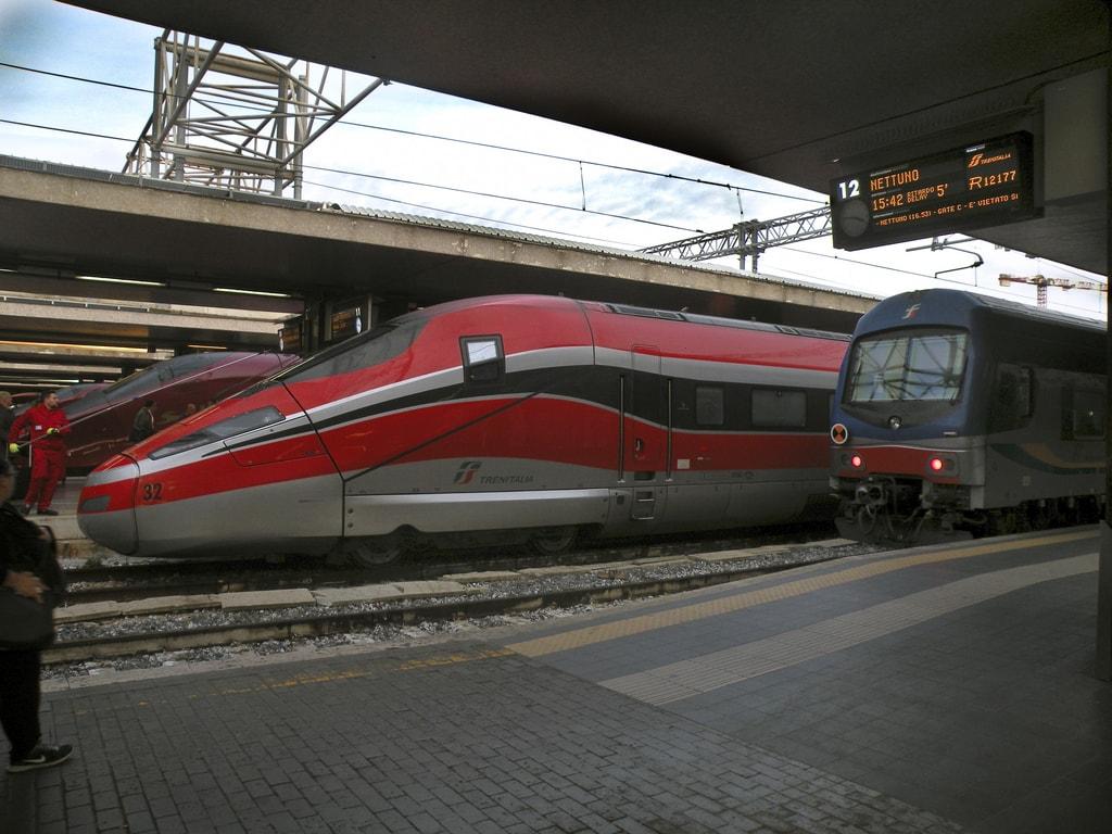 Скоростной и обычный поезда из Рима во Флоренцию