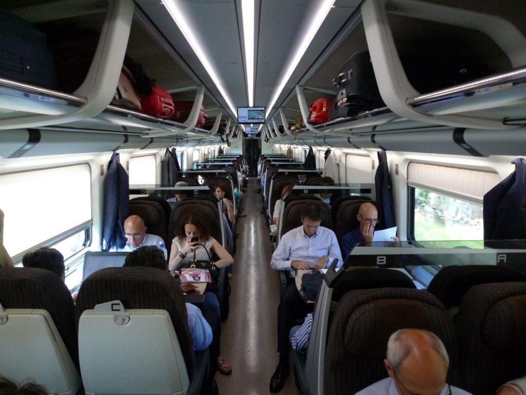 Внутри поезда FrecciaRossa из Рима во Флоренцию